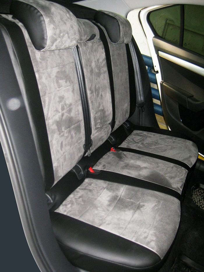 Авточехлы из экокожи с серой алькантарой на  Nissan Tiida с 2004-2014г. Седан