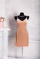 Женское велюровое платье с кружевами бежевого цвета