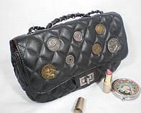 Практичная стильная сумка-клатч с оригинальным декором