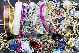 Бижутерия, кулоны, колье, кольца, сережки, браслеты, резинки, заколки, пирсинг, шкатулки, ремни...