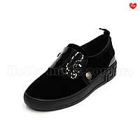 Женские бархатные туфли с лаковыми вставками