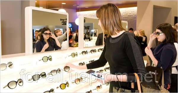 Luxottica насчитывает более 5000 магазинов в США