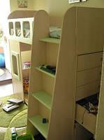 Кровать-чердак,встроенная мебель