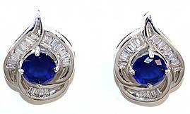 Серьги гвоздики.Камень: синий и белый циркон. Высота серьги: 1,7 см. Ширина: 12 мм.