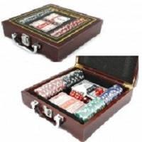 Покерный набор в дерев. кейсе-100 (100фишек с номинал,2 кол.карт,5куб,р-р кейса 20*21*6,5см)