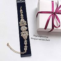 """Свадебный браслет """"Азалия"""", белого цвета, золотистая основа."""