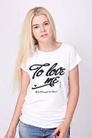 Стильная белая футболка с надписью