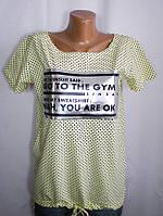 Летняя стильная женская футболка средних размеров