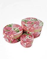 Круглая подарочная коробка ручной работы с красивыми пионами