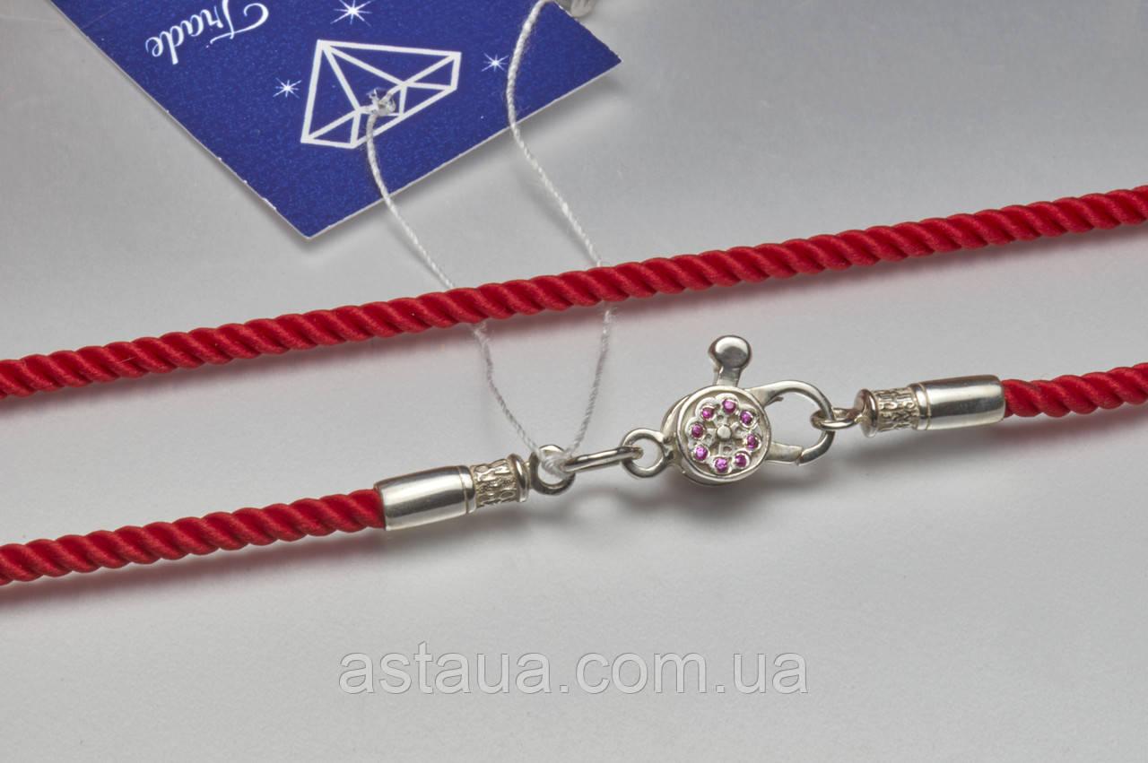 Красный шнурок с серебряной застёжкой