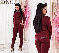 Женский брючный костюм кофта с потайной змейкой брюки сзади с карманами стразы бордо