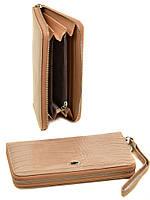 Бежевый кошелек-клатч для девушки