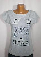 Практичная модная женская футболка с оригинальным декором