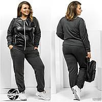 Спортивный костюм: кофта и штаны. Кофта с карманами по бокам, декорирована вставками из экокожи, батал