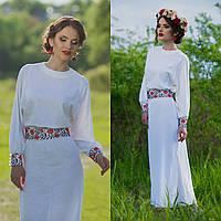 Вышитое белое платье на льне