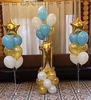 Фольгированная цифра 1 золотистого цвета и фонтаны из гелиевых шариков на День Рождения ребенка