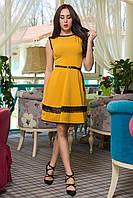 Женское платье из тонкая костюмной ткани, декорировано кружевом. В разных цветах
