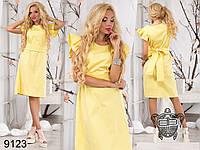 Женское желтое платье с пышной оборкой на рукаве