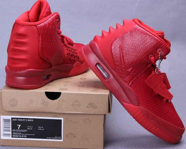 8945503f Линейка Nike Air Yeezy 2 создана компанией Nike совместно с с известным  американским репером Канье Уэстом (Kanye West), во время его работы в  компании в ...
