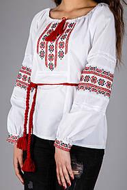 Женская вышитая сорочка с красным узором вышитая крестиком