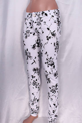 """Женские джинсы с принтом """"цветы"""" черного цвета, фото 2"""