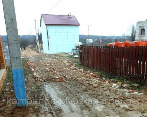 Отсыпка дорог вторичным щебнем, строительным боем, грунтом, битым кирпичем и бетоном. Насыпка дорог. Засыпка дорог.