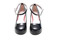 Туфли лакированные женские черные с ремешком на танкетке