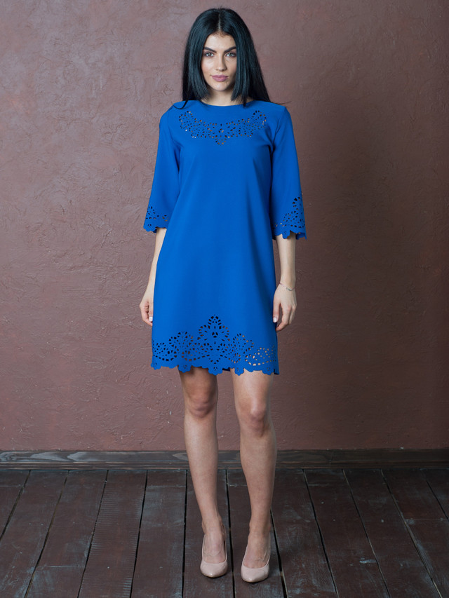 Синее платье с перфорацией