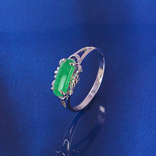 Кольцо 11226 размер 21, зелёные камни, позолота Белое Золото