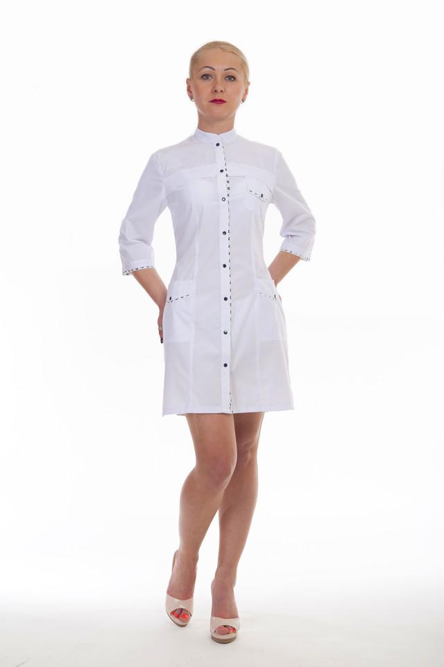 фотография медицинский женский халат на кнопках с воротником стойка