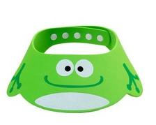 Козырек шапочка для мытья головы в картонной упаковке.