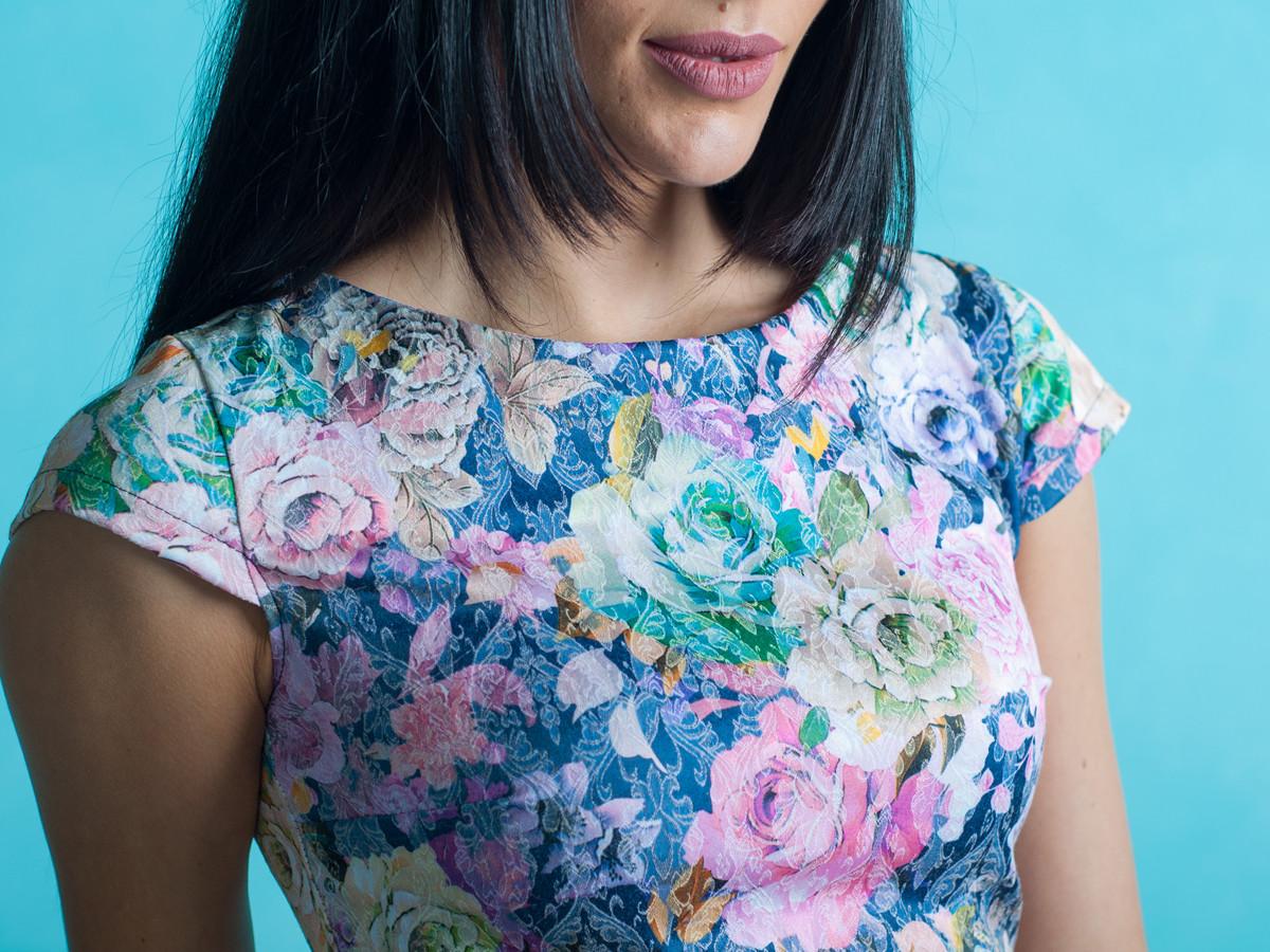 Ошатне жіноче плаття з квітковим візерунком на літо