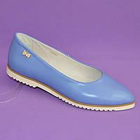 Женские голубые кожаные туфли-балетки с заостренным носком.