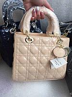 Стильная женская сумка DIOR размеры 24*23 см, материал лаковая эко-кожа, есть длинный ремешок. Разные цвета