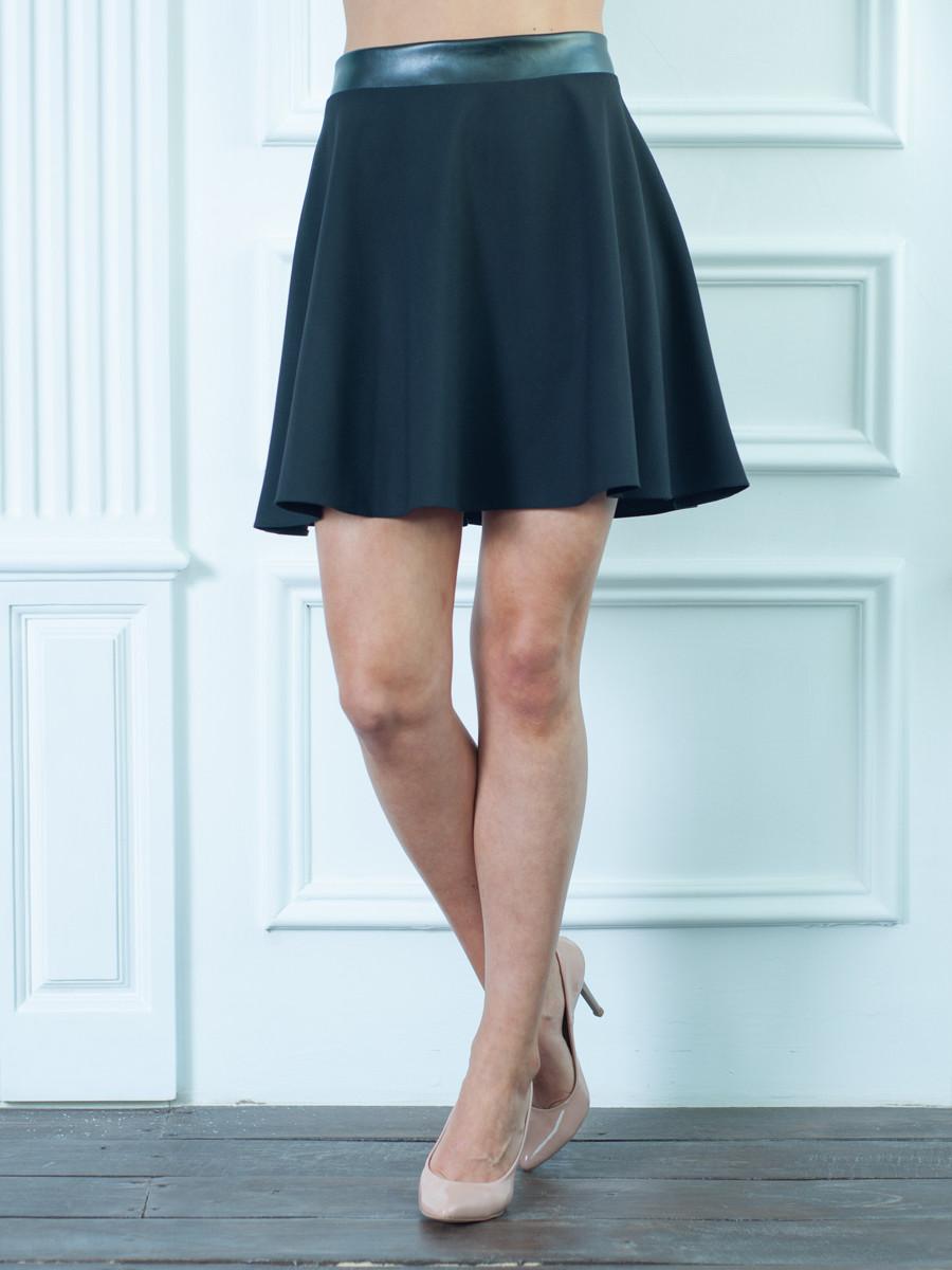 Женская юбка черная с кожаным поясом