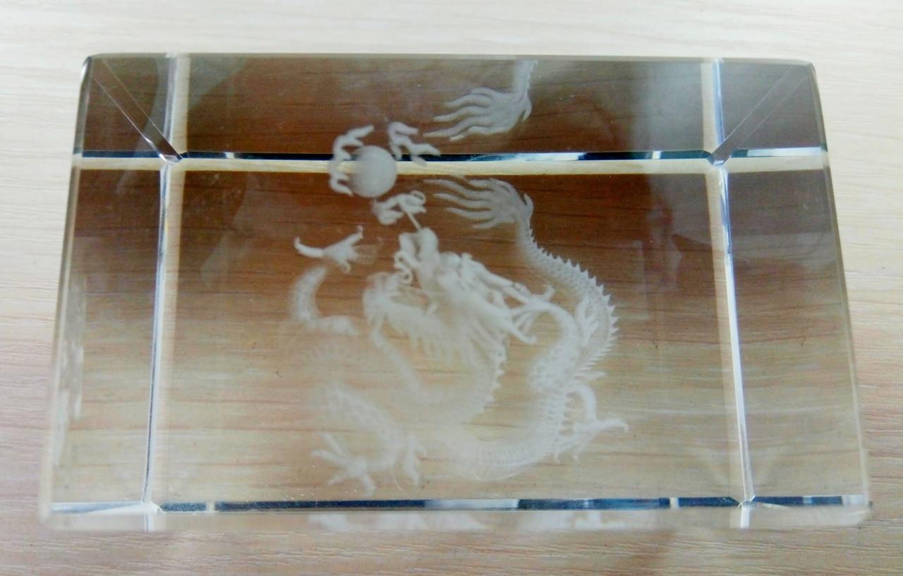 Дракон в стекле голограмма 75/47 мм (товар при заказе от 200 грн) - магазин-студия Цацки в Чернигове