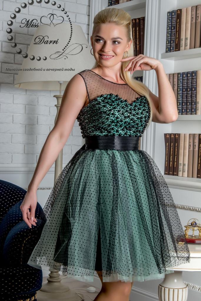 Вечернее коктейльное платье в стиле беби-долл расшитое бусинами мятное с черным