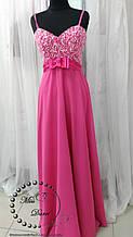 Вечернее платье цвета фуксия с ручной расшивкой