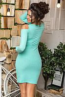 Женское трикотажное платье с открытыми плечами ментоловое, фото 1