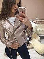 Женская короткая куртка кожзаменитель цвет розовый