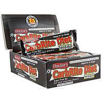 Universal Nutrition, Диетические батончики без сахара со вкусом шоколадного пирожного Doctor's CarbRite, 12 батончиков, 2 унции (56,7 г) каждый,