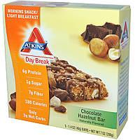 Atkins, Полдник, Утренняя закуска / легкий завтрак, шоколадная плитка с лесным орехом, 5 плиток по 1.4 унций (40 г), купить, цена, отзывы