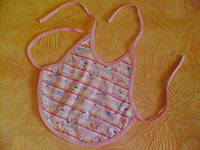 Слюнявчик-передничек трикотажный двухслойный, розовый