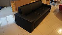Офисный диван из кожзама с подлокотниками