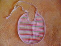 Слюнявчик в полоску (розовый), с клеенчатой подкладкой