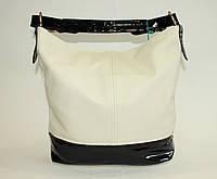 Женская сумочка на одну ручку белого цвета