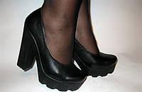 Туфли женские из натуральной кожи на тракторной подошве.