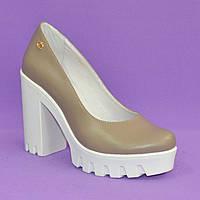 Женские кожаные туфли на высоком каблуке, декорированы фурнитурой. Цвет визон., фото 1