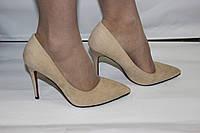 Женские туфли лодочки на шпильке бежегого цвета с красной подошвой