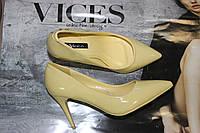 Женские туфли лодочки яркого цвета на шпильке 8 см.